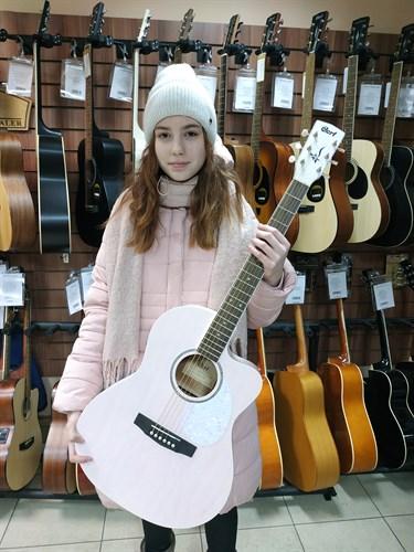 Розовая гитара